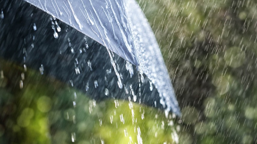 Sombrilla mientras llueve