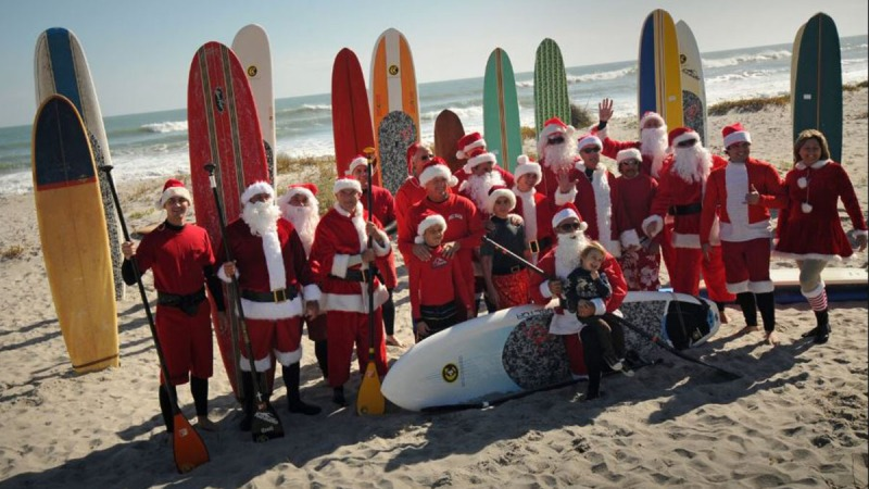 Photos: Santas surfistas en Cocoa Beach