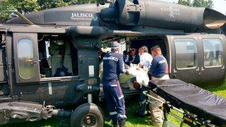 Trasladan en helicóptero a intoxicados con alcohol