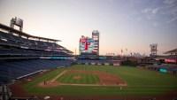 Phillies cancelan toda actividad en su parque tras contagio de dos empleados con COVID-19