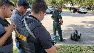 Ponen bajo cierre preventivo alcaldía de DeLand por posible pistolero