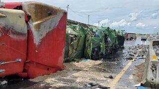 Reportan derrame de combustible tras accidente con un camión volcado en I-4 en Maitland