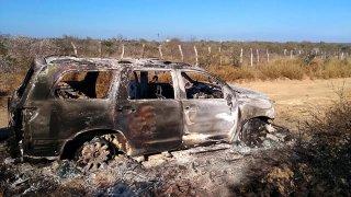 Vehículo calcinado en Camargo, Tamaulipas