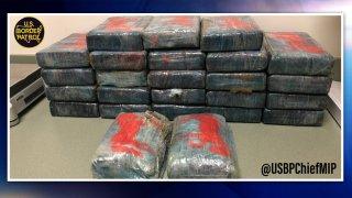 Hallan $1.5 millones en cocaína a la orilla de una playa en Florida