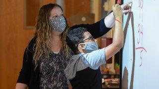 Ducey anula orden que exige el uso de mascarillas en escuelas