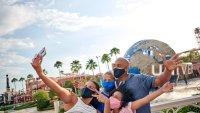 Universal Orlando Resort busca contratar a 100 empleados para su centro de llamadas