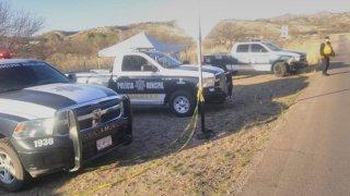 Fila de vehículos policiales en Nogales, México