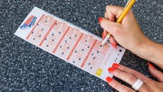 Boletos ganadores de lotería vendido en Tempe obtienen premio de $ 10,000