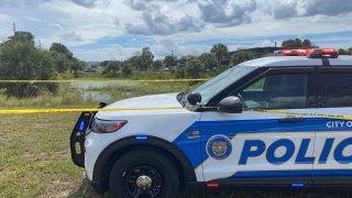 Investigan el hallazgo de un cuerpo en un estanque Curry Ford rd. y Semoran Blvd.
