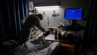 Bajan los casos de COVID-19 en EEUU pero sube la cifra de muertes